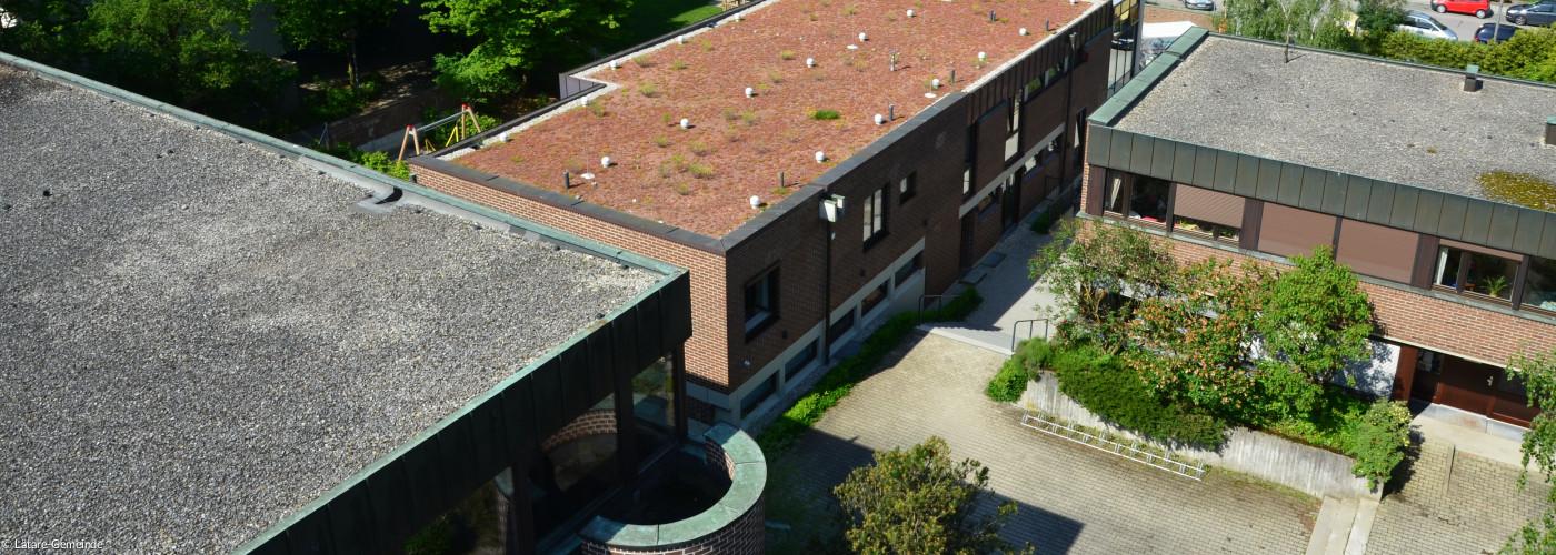 Blick auf den Innenhof und den Kindergarten von oben