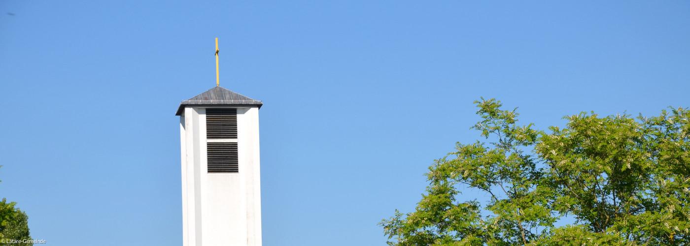 Blick auf den Kirchturm von der DBK aus gesehen